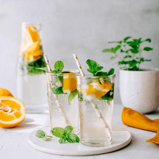 Erfrischender Eistee mit Orangenminze