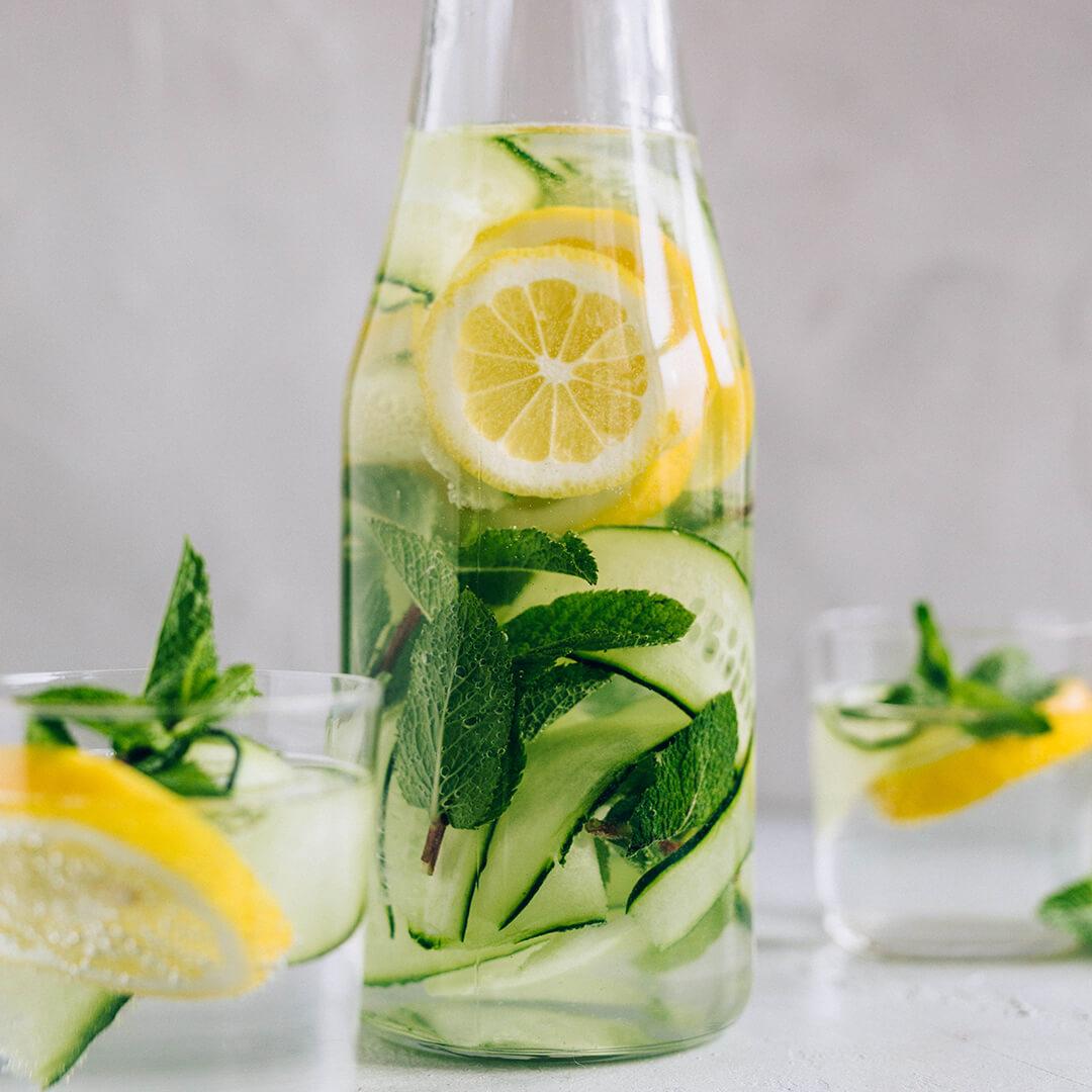Ricola Aromatisiertes Wasser - Infused Water Rezept - Step  3